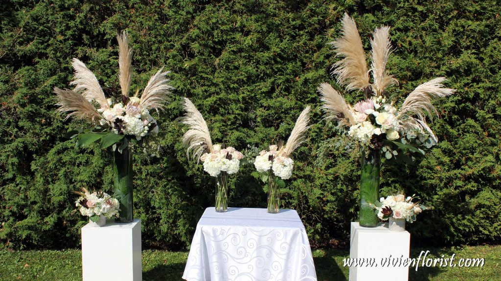 Pampas grass ceremony arch in Montreal St-Lazare