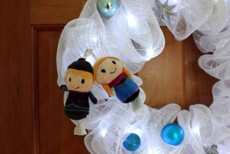 Cute wreath with Frozen characters