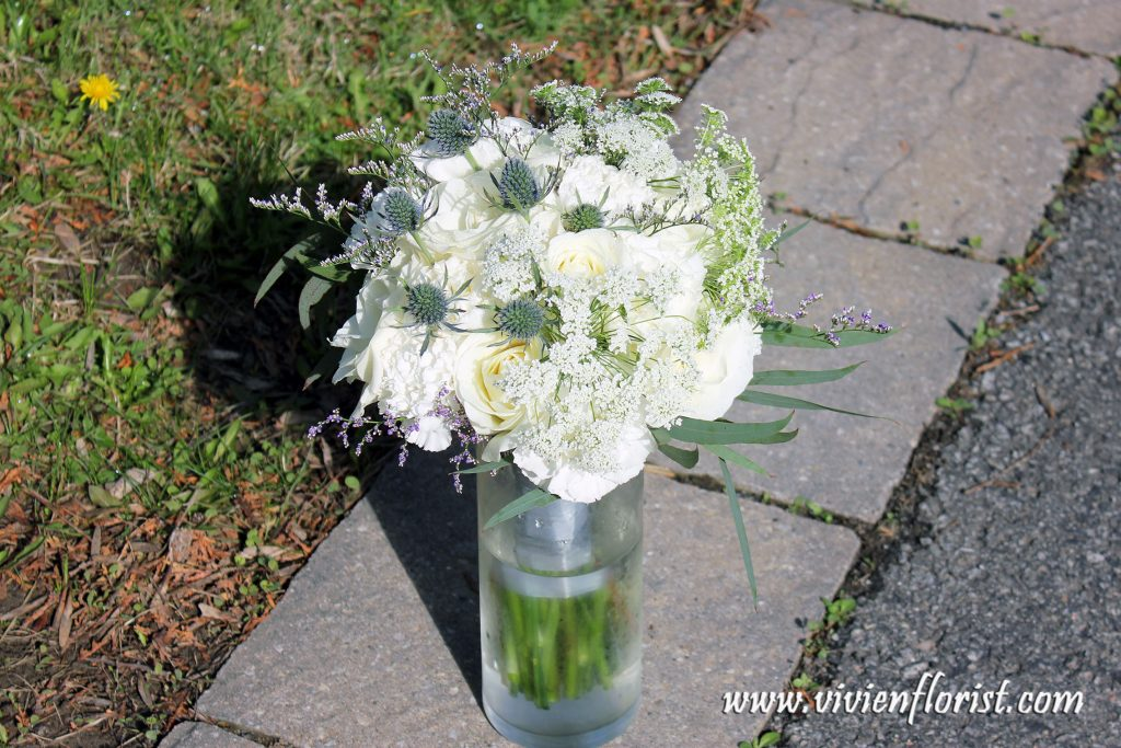 Natural white roses and Queen Anne's lace wedding bouquet in Montreal