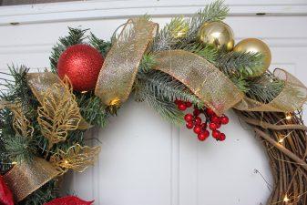 Glamorous red poinsettia golden wreath