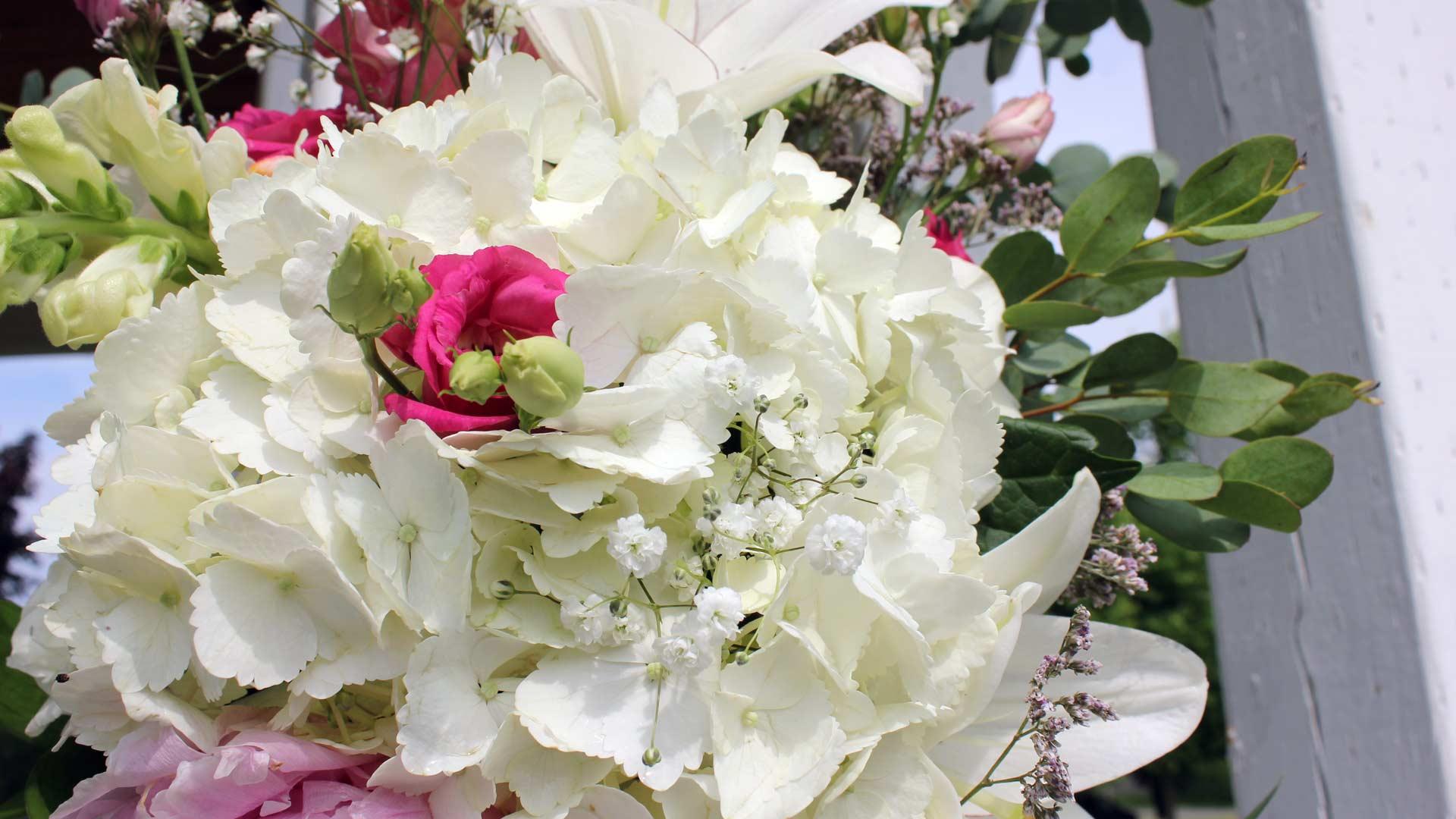 Montreal West Island beautiful gazebo flowers